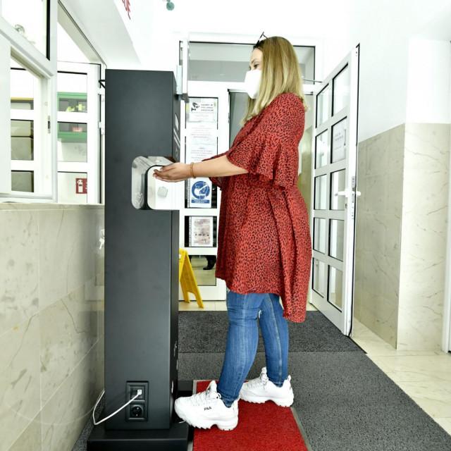 IPS uređaj za mjerenje temerature i dezinfekciju ruku u Stomatološkoj poliklinici Zagreb<br />