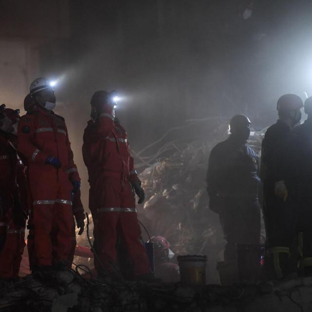 Spasioci traže preživjele nakon potresa