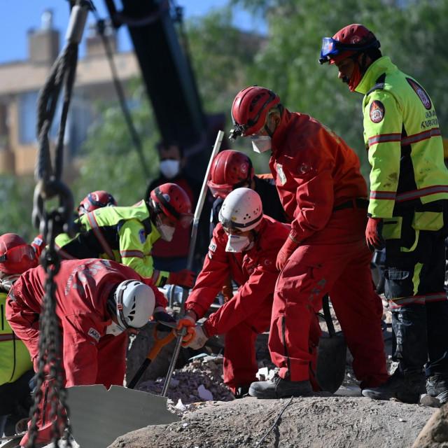 Spašavanje u Izmiru nakon potresa