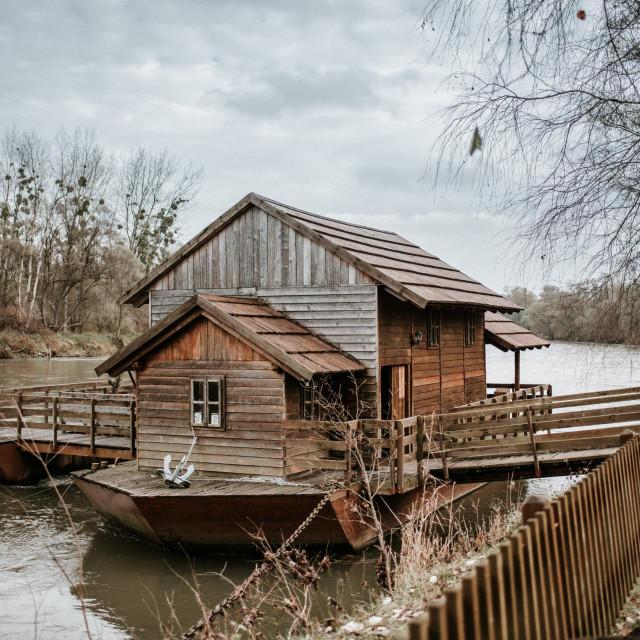 Turistički objekt gdje se nalazi stari mlin na brodu na Muri i poučna staza Mlinarov put