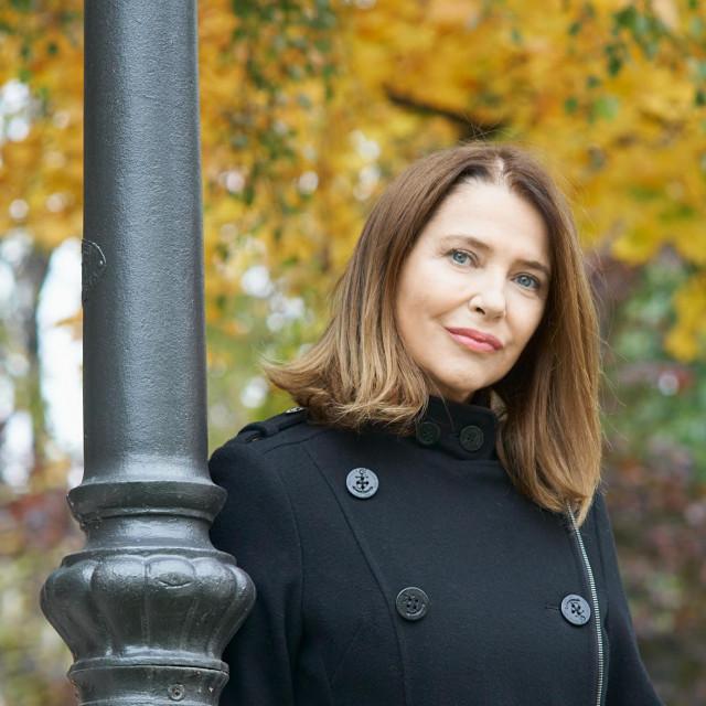 Sanja Vejnović, glumica, priprema kuharicu