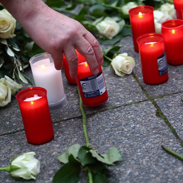 Odavanje počasti ubijenima u napadu