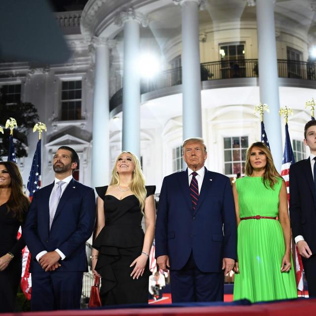 Donald Trump Jr., Tiffany Trump, Donald Trump, Melania Trump i Barron Trump