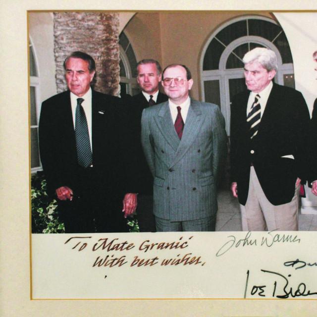 treći susret dogodio se u Splitu. Joe Biden (u drugom redu, iza Granića) bio je u delegaciji s Bobom Doleom