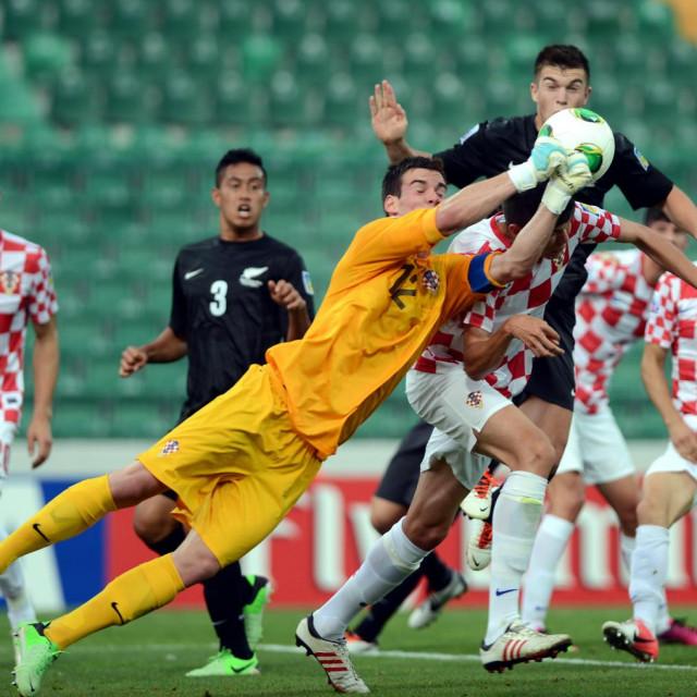 Sluga je branio za Hrvatsku U20 reprezentaciju i to u Turskoj prije sedam godina