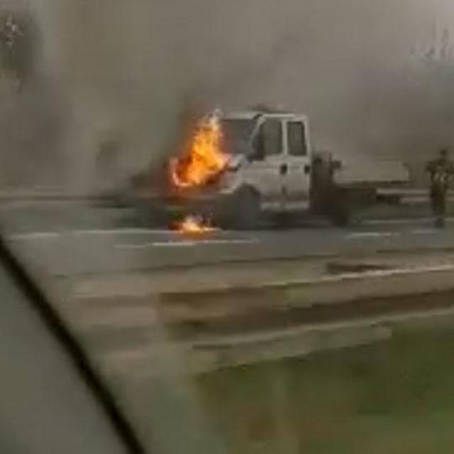 zapaljeno teretno vozilo