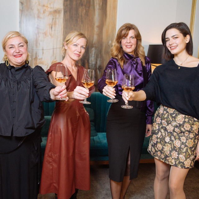osijek 05.11.2020<br /> Gloria osobno - Areta Curkovic, Mia Dimsic, Biljana Borzan i voditeljica Barbara Kolar<br /> foto vedran peteh