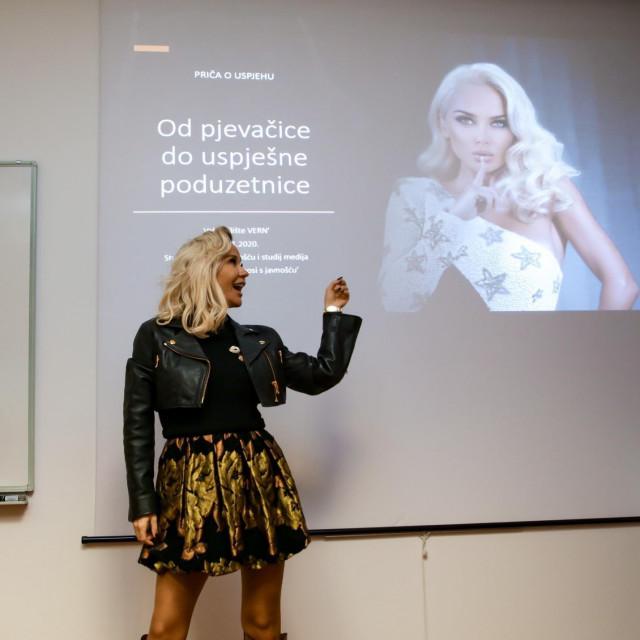 Svoje predavanje je nazvala Od pjevačice do uspješne poduzetnice.