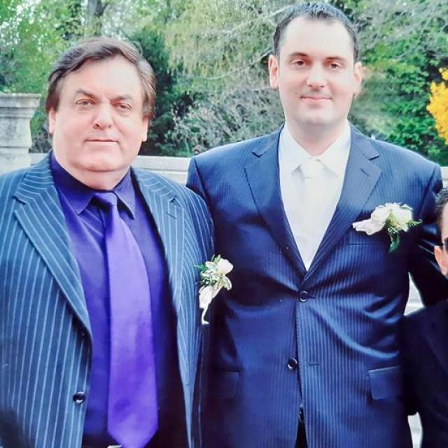 Kićo Slabinac sa sinovima Pavlom (lijevo) i Ivanom (desno)