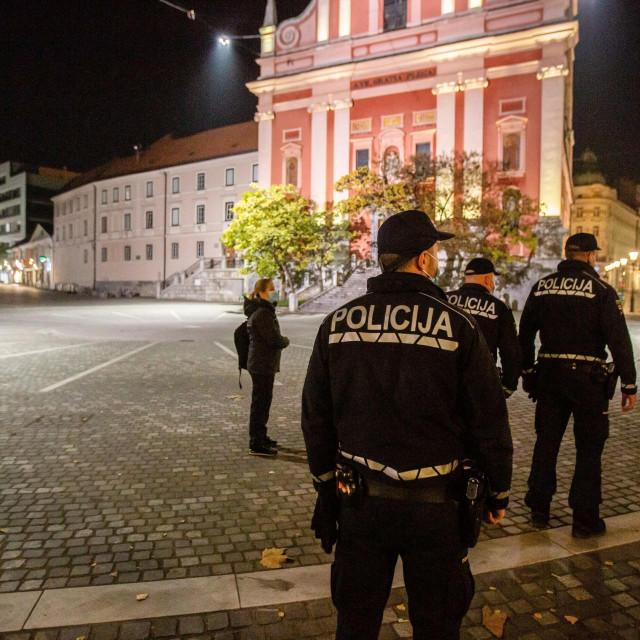 Policajci u Ljubljani tijekom policijskog sata