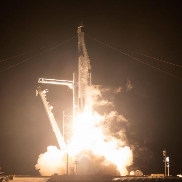 Laniranje kapsule Crew Dragoniz NASA-inog svemirskog centra Kennedy na Floridi