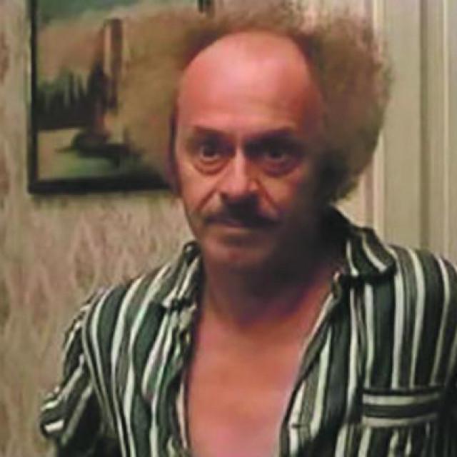 Nikola Simić u filmu 'Tesna koža'