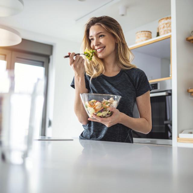 Salata od listova i korijena lisnate cikorije poznato je pučko ljekovito sredstvo za liječenje probavnih organa