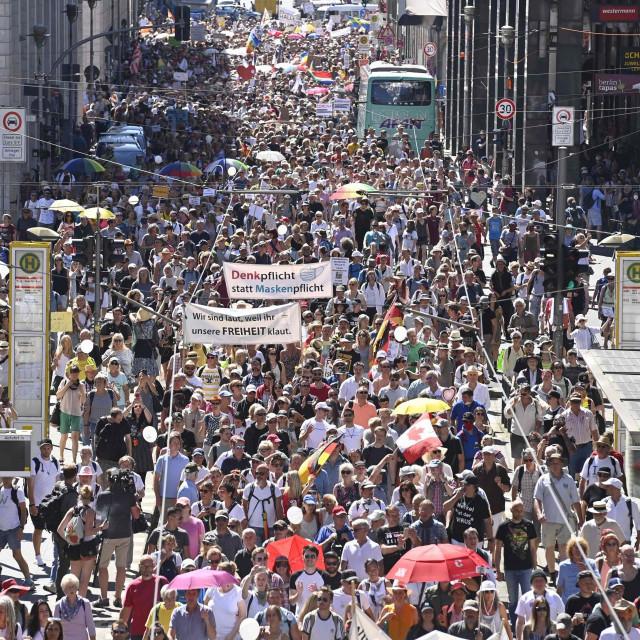Prosvjed protiv epidemioloških mjera koji se u kolovozu održao u Berlinu