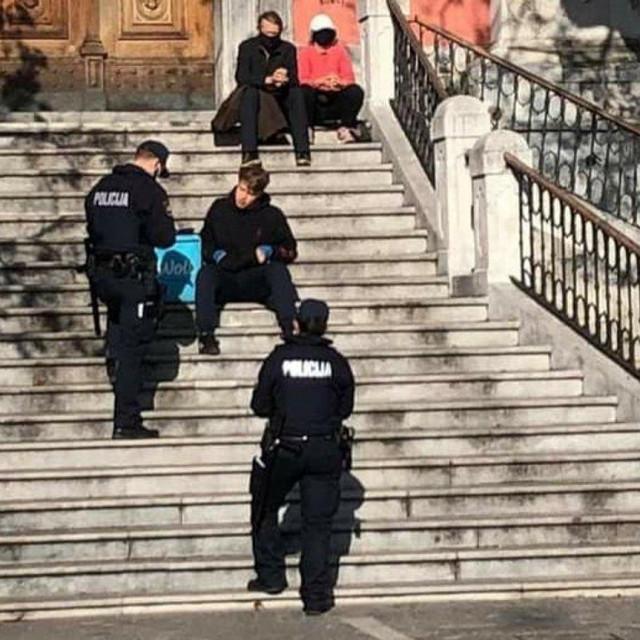 Policija kažnjava dostavljača