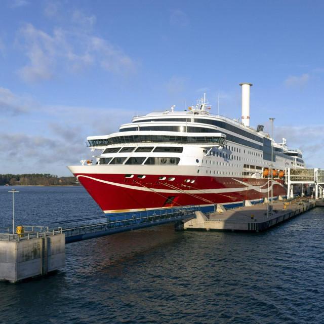 Viking Grace u luci Mariehamn