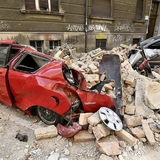 Zagreb, 220320. Potres u Zagrebu. Premjer Andrej Plenkovic sa suradnicima u obilasku grada nakon jutrasnjeg potresa. Na fotografiji: steta nakon potresa.
