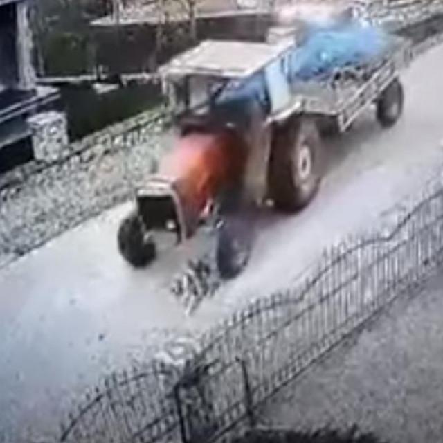 Traktorom pregazio psa