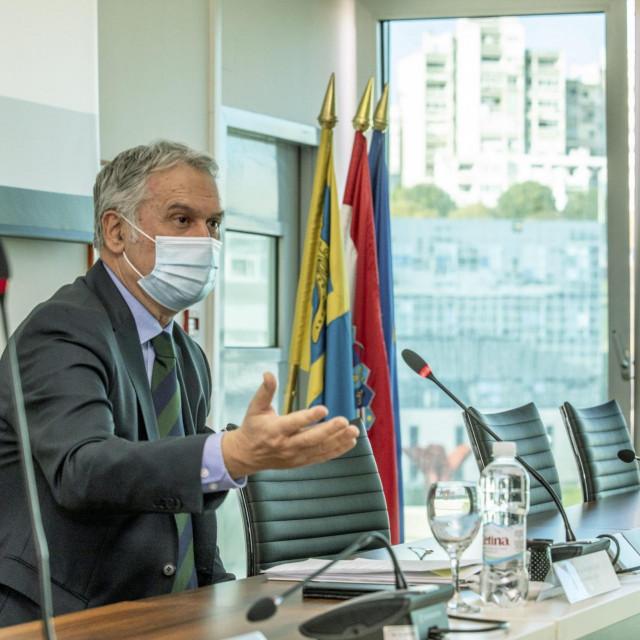 Rektor splitskog Sveučilišta Dragan Ljutić tijekom okruglog stola