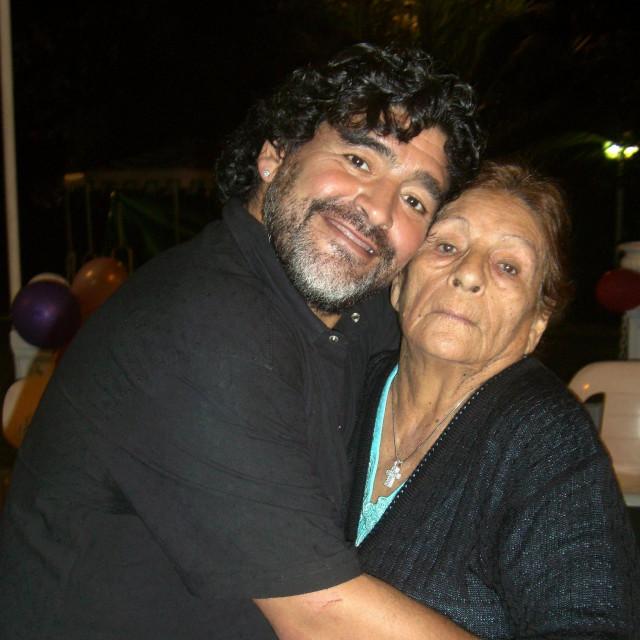 Maradona sa majkom Dalmom