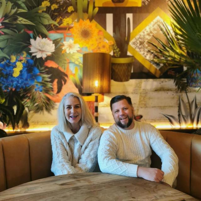 Barmen Roman Rabik s vlasnicom norveškog restorana Hector Haidi Gjerdrum