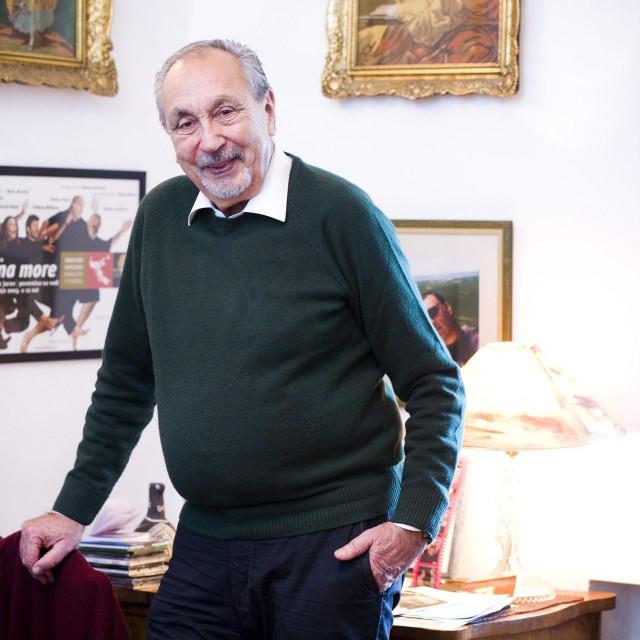 Špiro Guberina snimljen u svom stanu