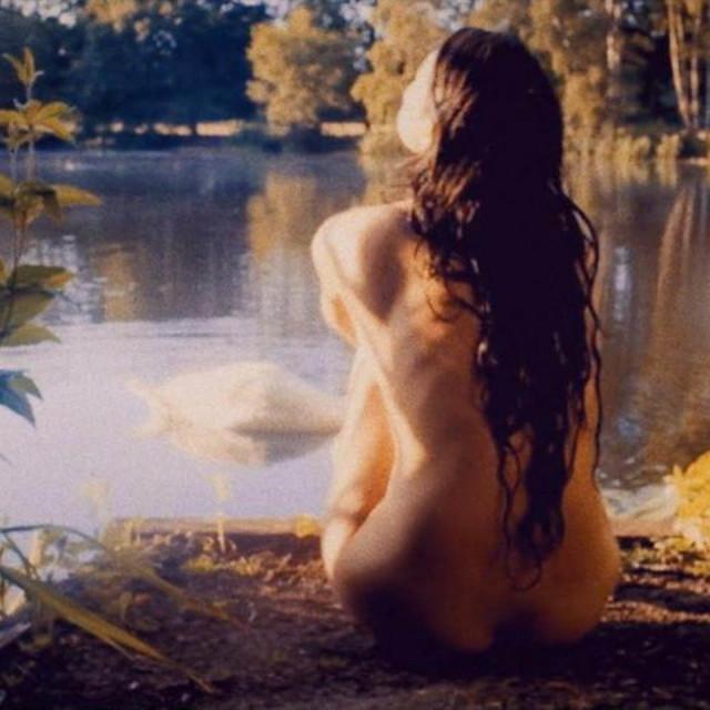 Gemma Arterton u TV verziji Crnog narcisa