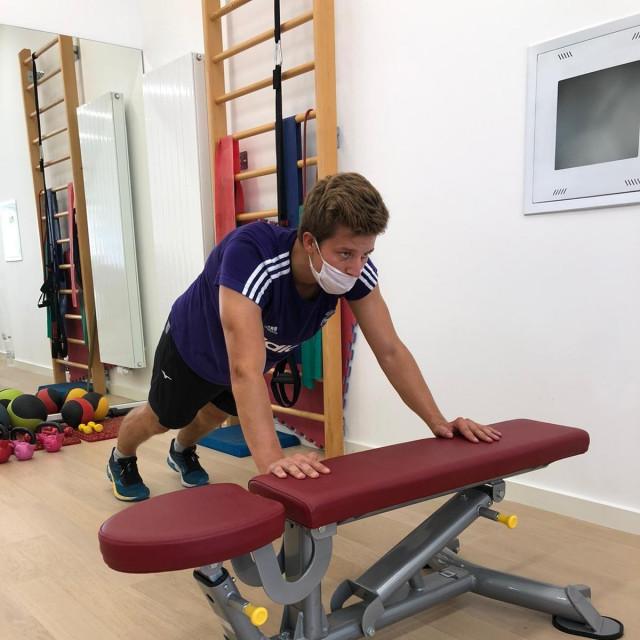 Elias tijekom vježbanja u Kaliperu kod doktorice reprezentacije Nataše Desnice