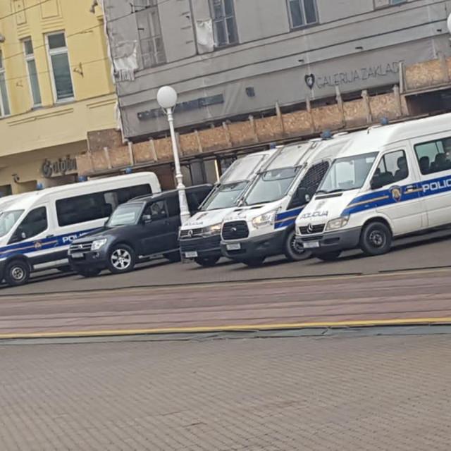 Policija na Trgu bana Jelačića u Zagrebu