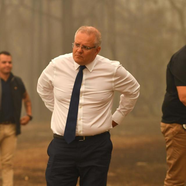 Australski premijer Scott Morrison snimljen početkom godine tijekom obilaska jednog od požarima opustošenih područja