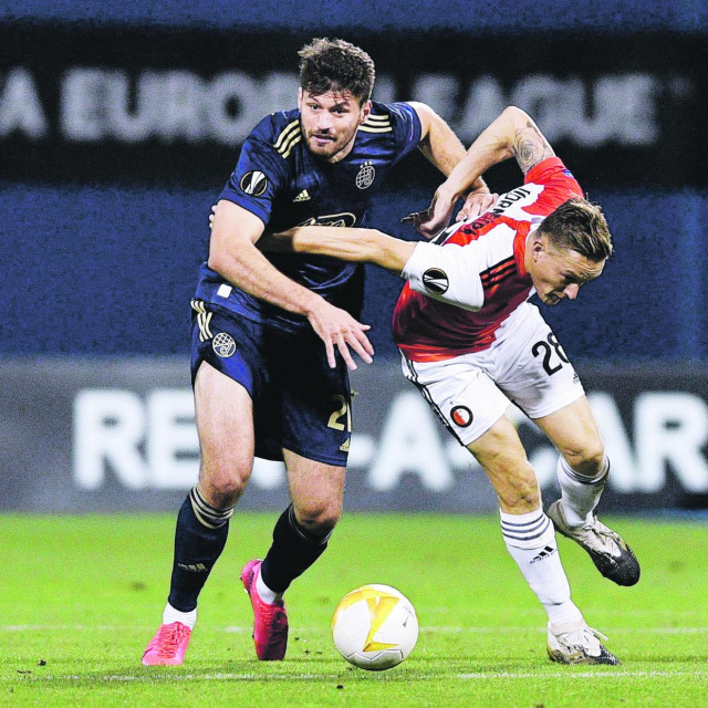 Bruno Petković u jednom od duela iz maksimirske utakmice