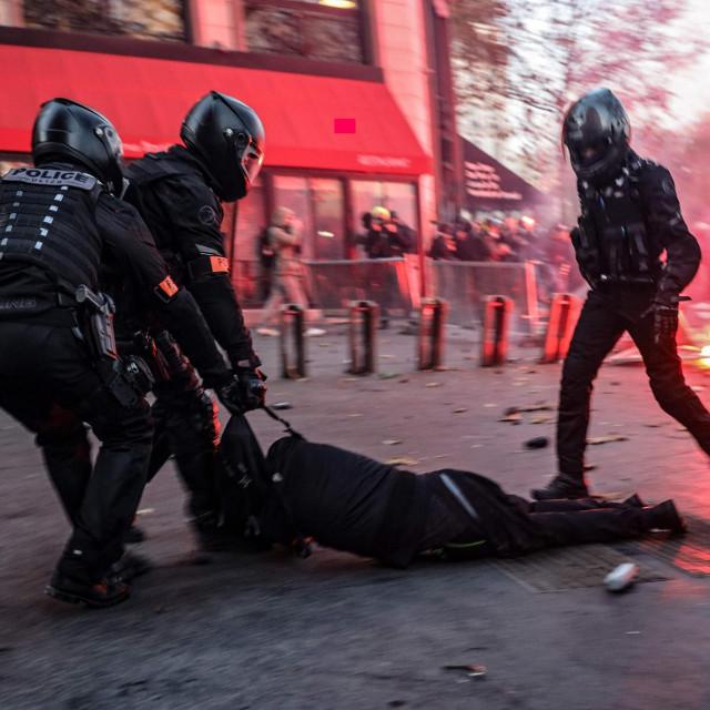 Prosvjed protiv spornog zakona