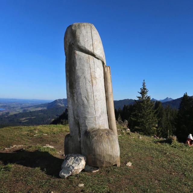 Skulptura penisa u Njemačkoj