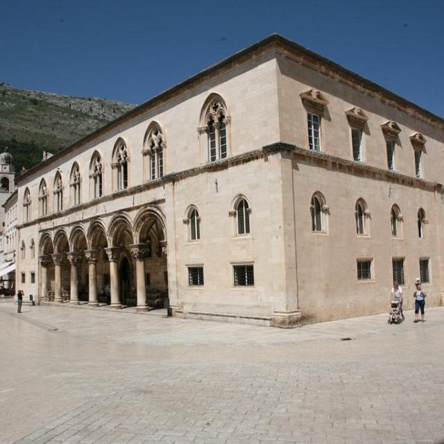 Knežev dvor, zgrada Kulturno povijesnog muzeja