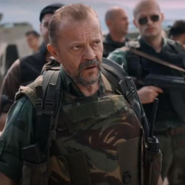 Emir Hadžihafizbegović u filmu glumi srpskog časnika