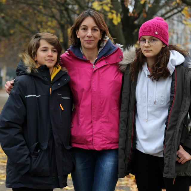 <br /> Hana Miljanić s djecom plivačima: 11-godišnjim Vanjom i 13-godišnjom Mašom