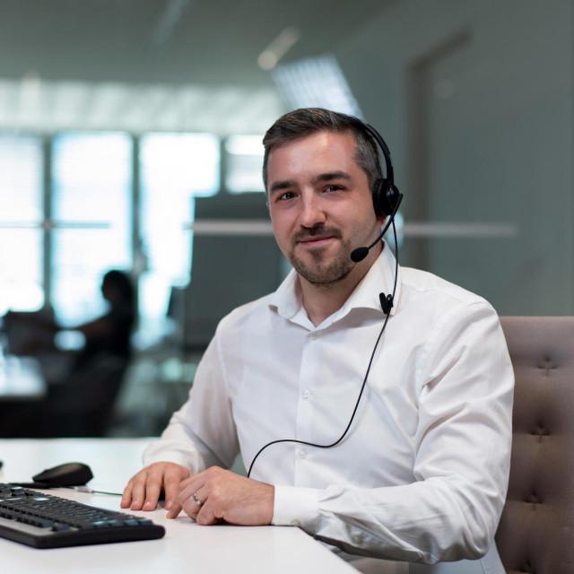 Dejan Pelajić, agent u CO pozivnom_centru