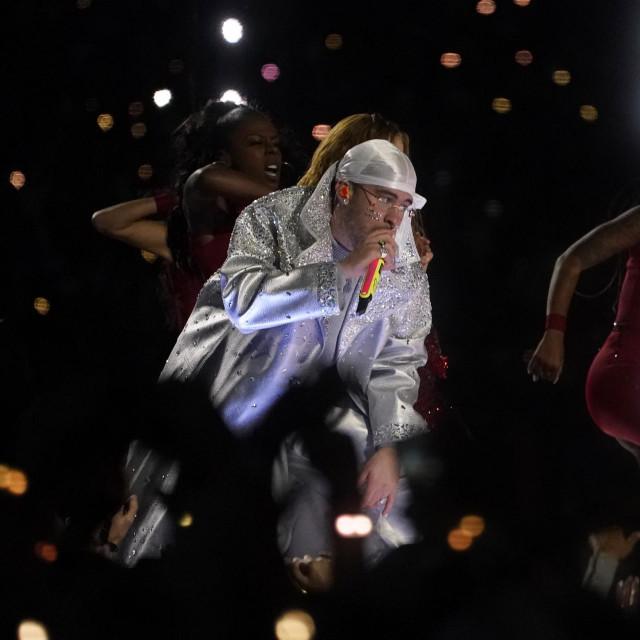 Bad Bunny tijekom nastupa u poluvremenu ovogodišnjeg Super Bowla u Miamiju