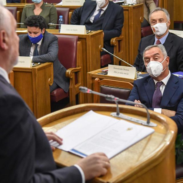 Milo Đukanović sluša govor Zdravka Krivokapića