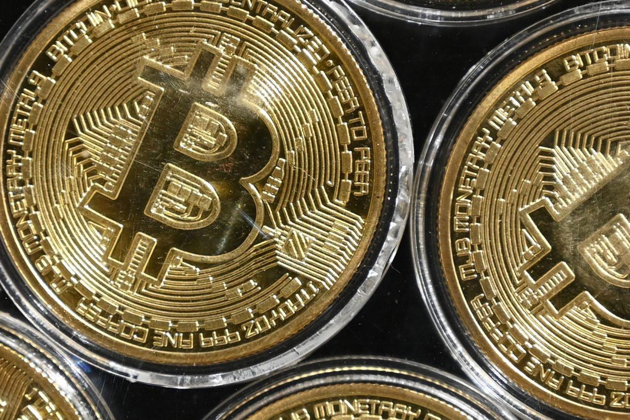 zašto ne bih uložio u bitcoin forex trgovanje ili bitcoin?