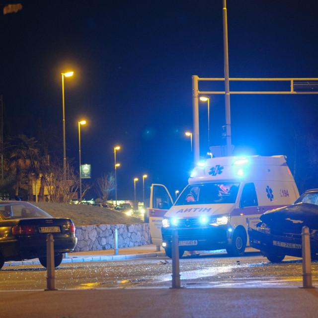 Prometna nesreća dogodila se nešto iza 18 sati na raskrižju Zrinsko Frankopanske ulice i Puta Supavla u blizini stadiona Poljud. Policijski uviđaj je u tijeku.