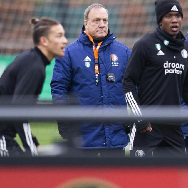 Dick Advocaat (u sredini) i Željko Petrović (prvi desno) na treningu Feyenoorda
