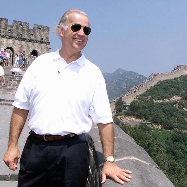 Joe Biden na Kineskom zidu (2001.)