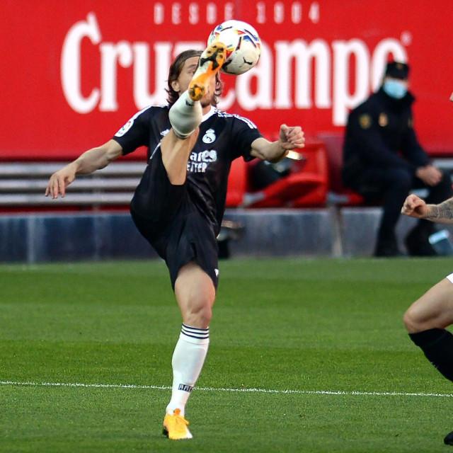 Luka Modrić (Real) i Ivan Rakitić (Sevilla)