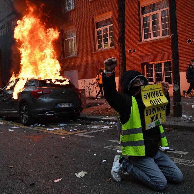 Neredi u Parizu