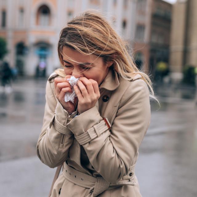 Prehlada je infekcija gornjih dišnih puteva uzrokovana virusom koji stvara upalu u nosu i grlu