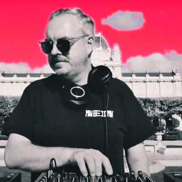 Internetski prijenos ovog tjedna iz Zagreba: za projekt Soundtrack Croatia iza Umjetničkog paviljona nastupio je britanski DJ Tronik Youth