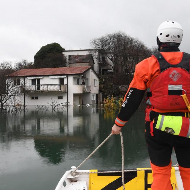 HGSS pomaže poplavljenim selima