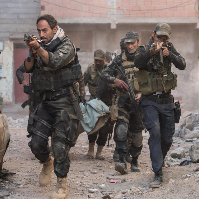 """Film je inspiriran istinitim događajima o kojima je za časopis The New Yorker u članku """"Očajnički napor da se uništi ISIS"""" pisao novinar Luke Mogelson"""