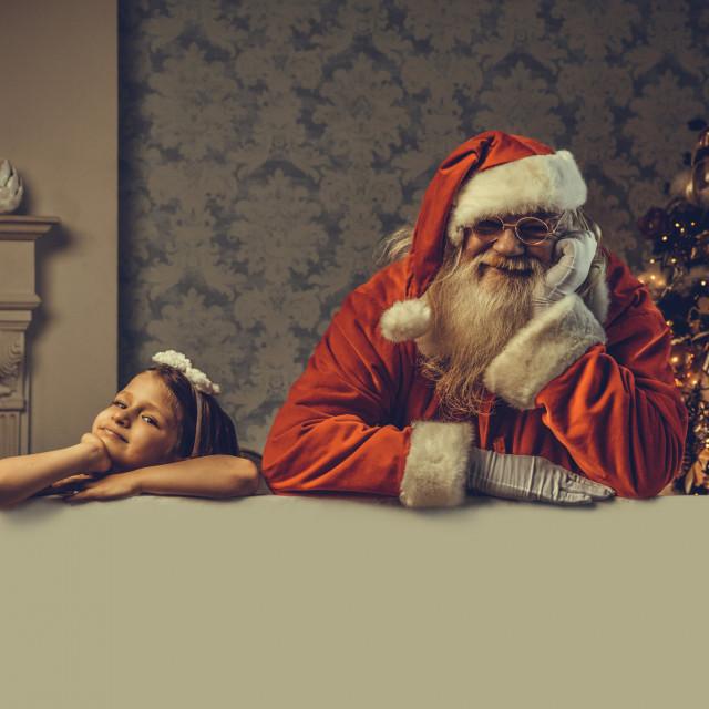 """Nikkako ne bismo smjeli koristiti skori """"dolazak"""" Djeda Mraza kao metodu discipliniranja. Tako sebi oduzimamo autoritet. Osim toga, nekoj djeci je zastrašujuće da ih neki bradati djedica stalno promatra"""